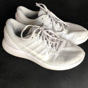 White/gray nike lunarlon